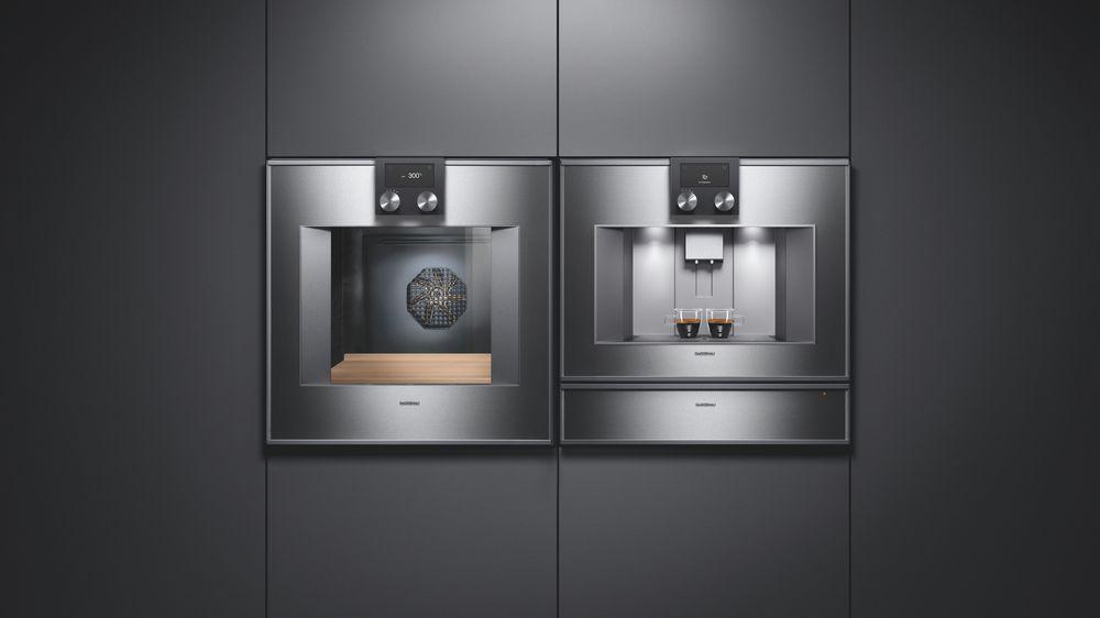 Cuptor, espressor automat și sertar termic cu uși de sticlă și panouri din oțel inoxidabil