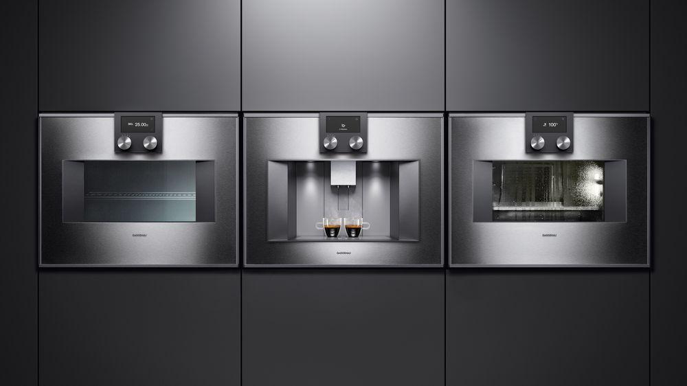 Cuptor cu microunde, espressor automat și cuptor cu uși din sticlă și panori din oțel inoxidabil